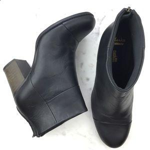 Clarks Enfield Tess  block heel bootie size 10